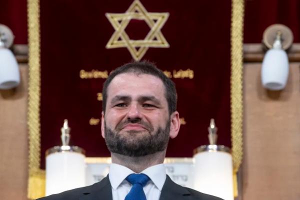 A Süddeutsche Zeitungtól a CNN-ig: Balla Zsolt rabbi a világsajtóban