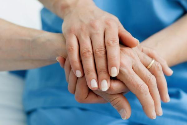 A szolgálat magasztalása: az ápolók nemzetközi napjára