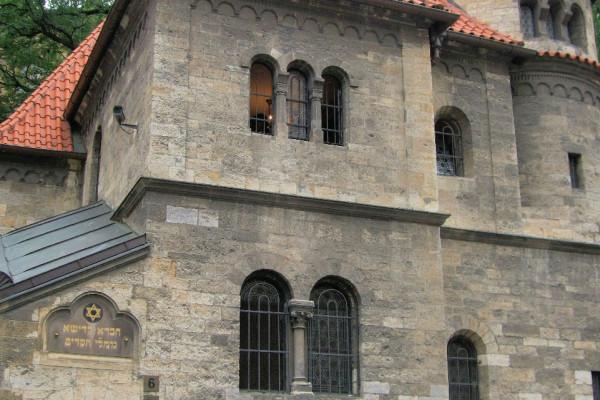 Újra megnyílt a prágai zsidó temető, hamarosan nyit az öreg zsinagóga is