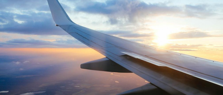 A Tóra és a technika: mikor, hogyan kell időben imádkozni a világot átszelő repülőgépen?