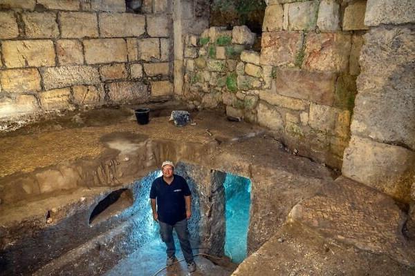 Régészeti meglepetés: kétezer éves sziklalakást tártak fel Jeruzsálemben