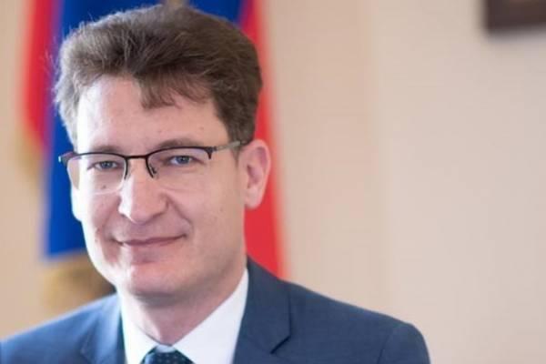 Levélben köszöntötte a Fény ünnepét Cser-Palkovics András, a koronázóváros polgármestere