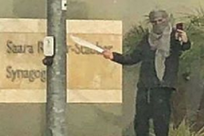 Macsétával szelfizni zsinagóga előtt: nem jó ötlet