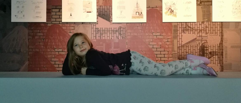 Itt a helye a gyereknek! Serge Bloch Biblia-kiállítása a Műcsarnokban