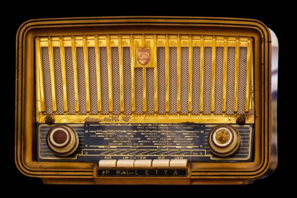 Mikor indult a világ első zsidó rádiója?