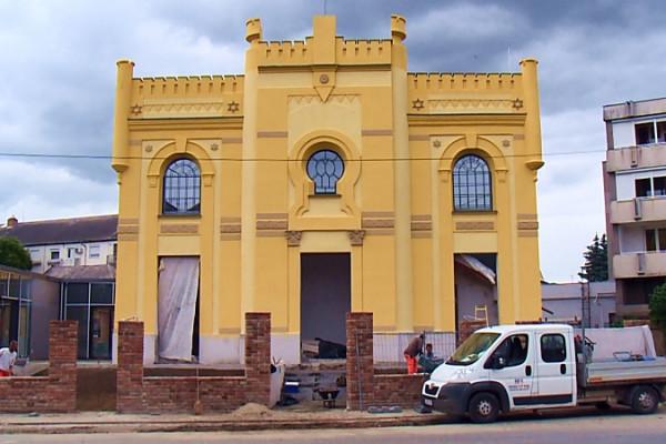 A járvány ellenére sem állt le a berettyóújfalui zsinagóga felújítása