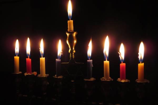 Köszönet rabbijainknak, kántorainknak és minden olvasónknak, nézőnknek