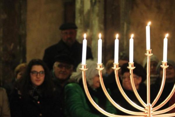 A helyi zsidó lakosság elhurcolásának 75 évvel ezelőtti eseményeire emlékeznek Pápán