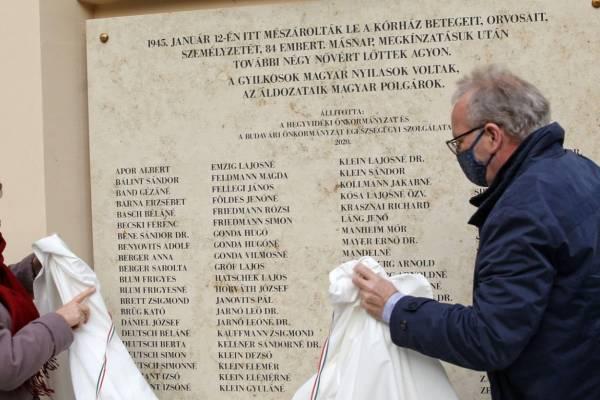 Emléktáblát avattak a Maros utcai mészárlás áldozatainak emlékére