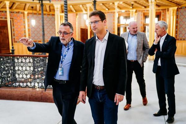 Gulyás Gergely miniszter látogatása a Rumbach utcai zsinagógában