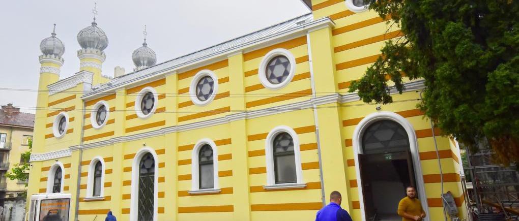 Kolozsvár: Utolsó finomítások a megújult neológ zsinagóga épületén
