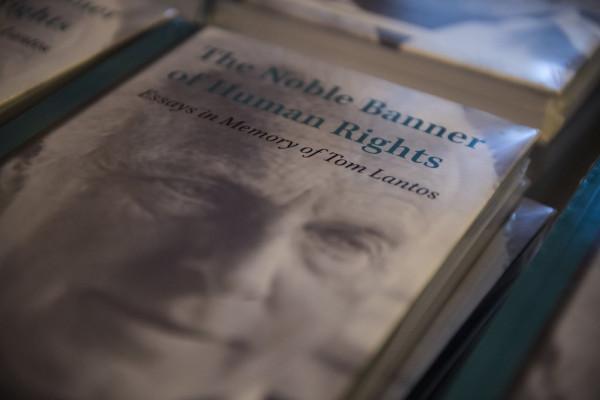 Könyv jelnet meg Tom Lantos életéről születésének 90. évfordulóján