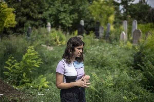 Tizennégy éves lány mentené meg az elfeledett balatonfőkajári zsidó temetőt