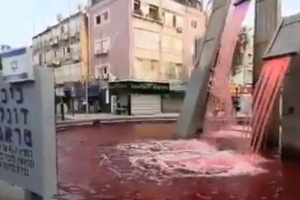 Vérvörösre festették tiltakozók az egyik izraeli település Trump terén álló szökőkút vízét