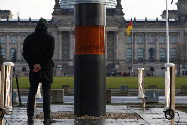 Bocsánatot kértek a holokausztáldozatok hamvainak kiállításáért