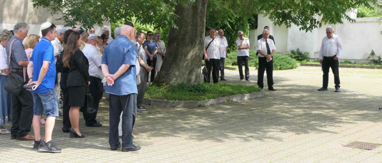 """""""És elindult a vonat"""" – a holokauszt áldozataira emlékeztek Sátoraljaújhelyen"""