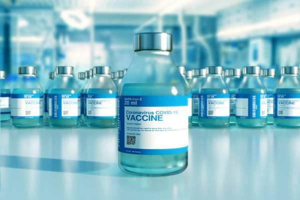 Védőoltások: a legidősebbek következnek