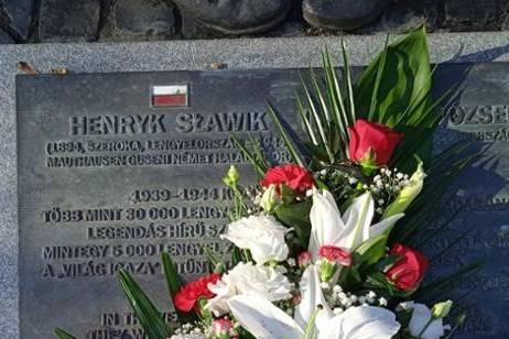 A megemlékezés virágai Sławiknak, id. Antallnak és Wallenbergnek