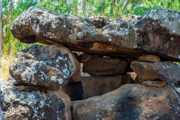Többezer éves művészi kővéseteket találtak Izraelben