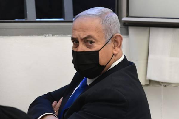 Netanjahu időt nyert: csak a választás után jönnek a vád tanúi