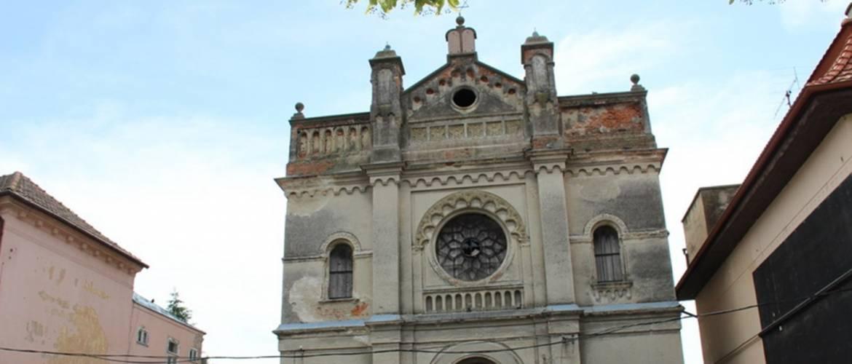 Határon túl: hosszú évtizedek romlása után visszanyerte régi arcát a szenci zsinagóga