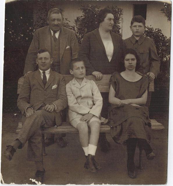 grosz-bernat-familie-1925-600.jpg