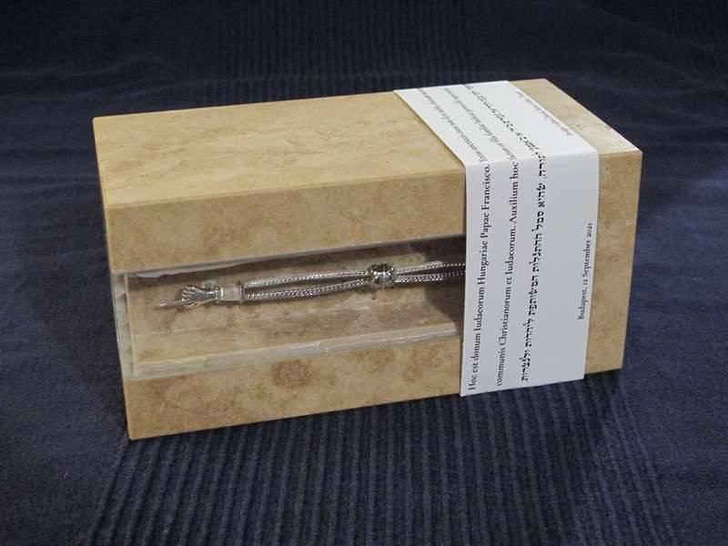 ferenc-pápa-ajándék-2.JPG