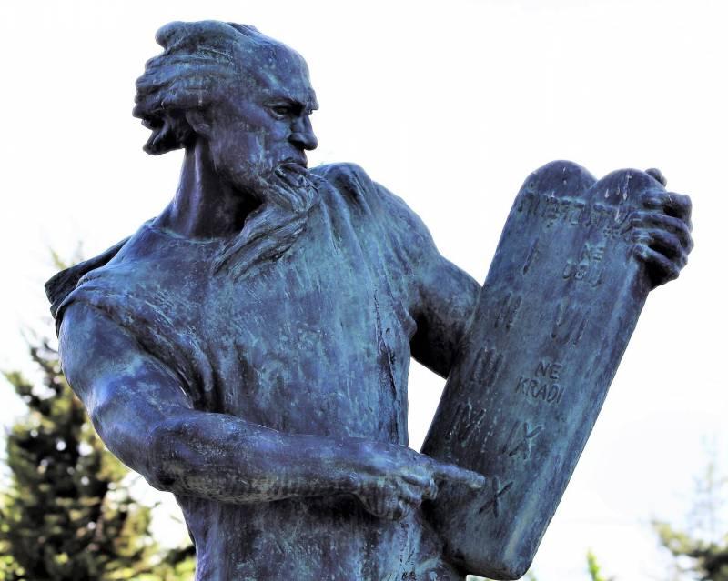 moses-sculpture-4226960_1920.jpg